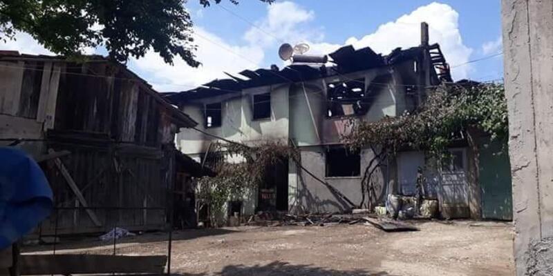 Yanan evden eşini kurtardı kendi yanarak can verdi