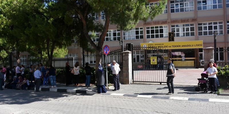Manisa'da 63 bin 965 öğrenci YKS'ye girdi