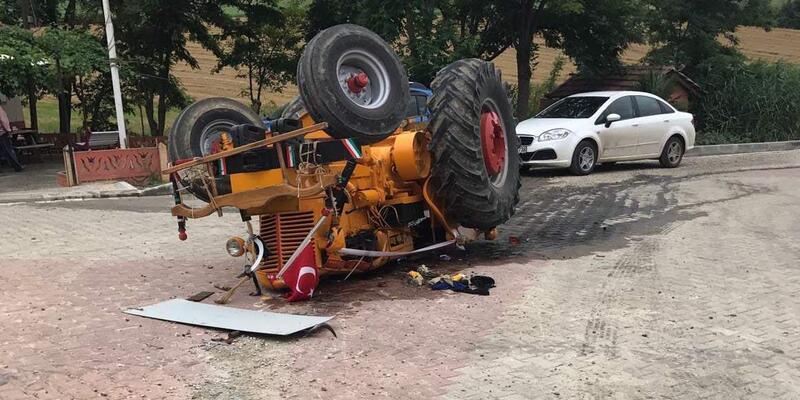 Devrilen traktörün sürücü öldü