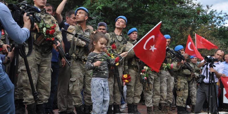 Kürtün'de, 2 PKK'lı teröristi öldüren askerlere coşkulu karşılama
