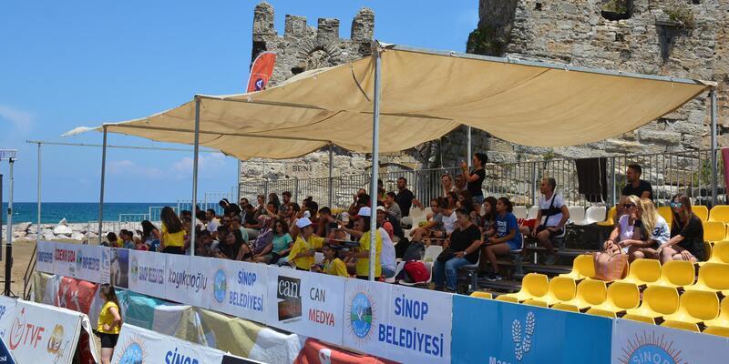 Sinop'ta plaj voleybolu finalleri başladı