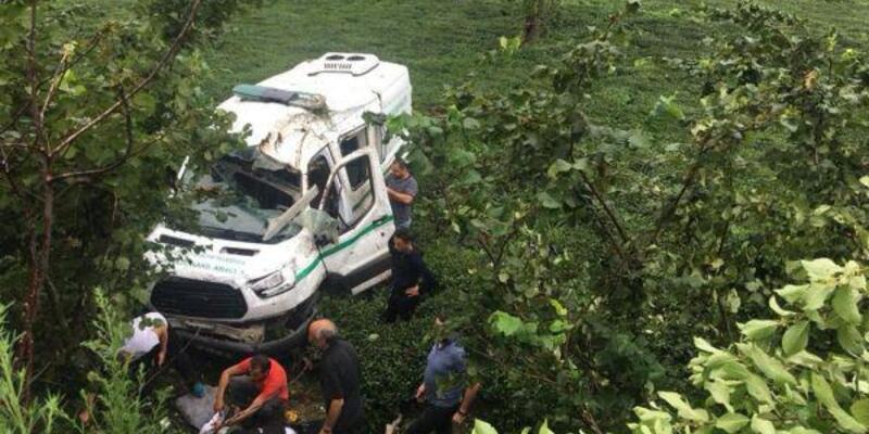 Trabzon'da devrilen cenaze nakil aracının sürücü öldü