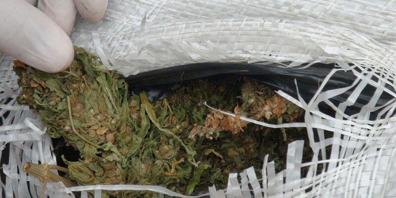 Şüpheli araçtan uyuşturucu çıktı: 3 gözaltı