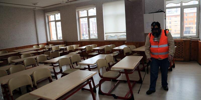 Melikgazi Belediyesi, okullarda ilaçlama çalışması yaptı
