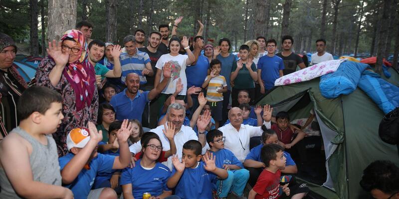 Özel çocuklar kampta buluştu