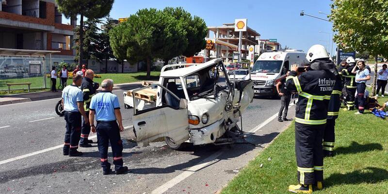 Kamyonet, kırmızı ışıkta duran araçlara çarptı: 4 yaralı