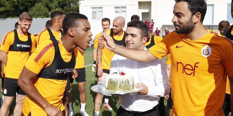 Rodrigues ve Belhanda'nın bebekleri için pasta kesildi