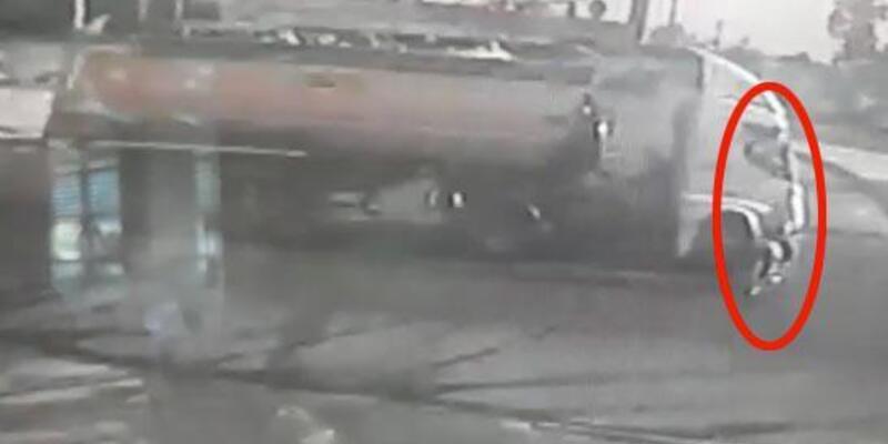 Bisikletlinin akaryakıt tankerine çarpma anı kamerada