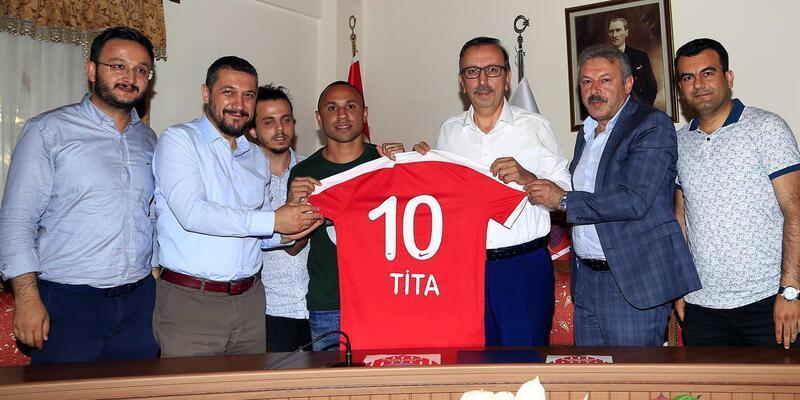 Brezilyalı ünlü futbolcu Tita, Nevşehir Belediyespor'da