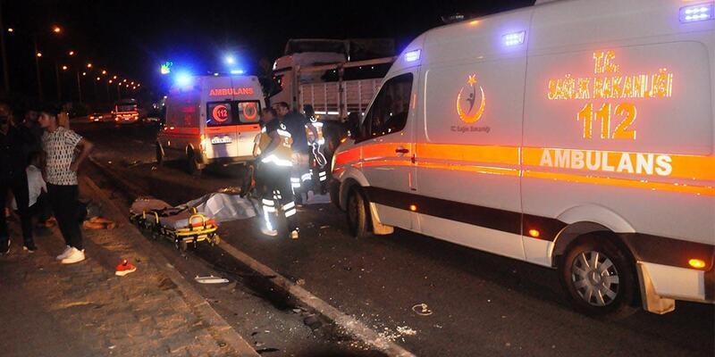TIR, 2 motosiklete çarptı: 2 ölü, 1 yaralı