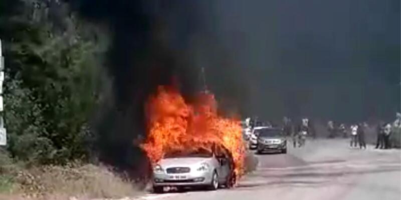 Seyir halindeyken alev alan otomobil, yandı