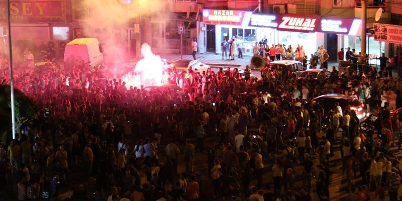 Akhisarspor'un kupa zaferi ilçede coşkuyla kutlandı