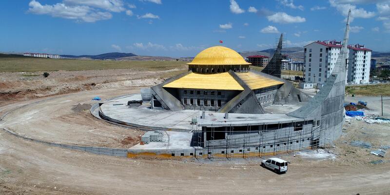 Sivas'ta Ay- Yıldız Camisi yükseliyor