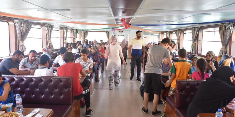 Malatya'da, çocuklara tekne turu