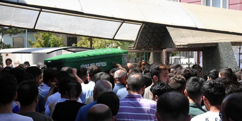 Kayalıklarda ölü bulunan Serkan, toprağa verildi