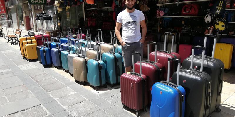 Valiz satıcısının umudu bayram