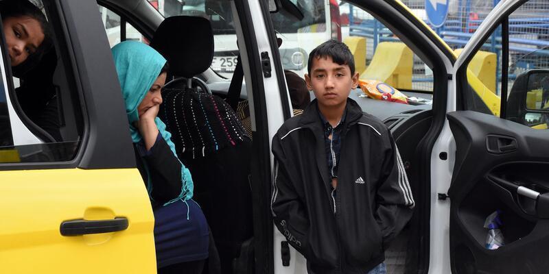 Taksiden 8 Afgan kaçak çıktı