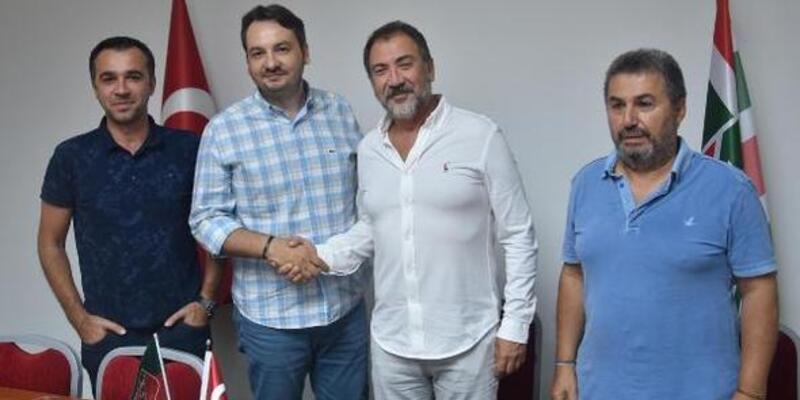 Pınar Karşıyaka'da Özhan Çıvgın resmi imzayı attı
