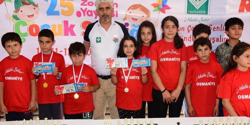 Satranç şampiyonlarına ödülleri verildi