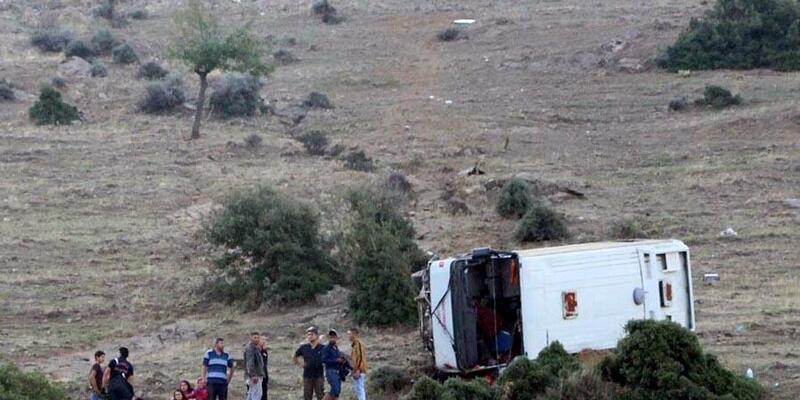 Tarım işçilerini taşıyan servis midibüsü devrildi: 26 yaralı