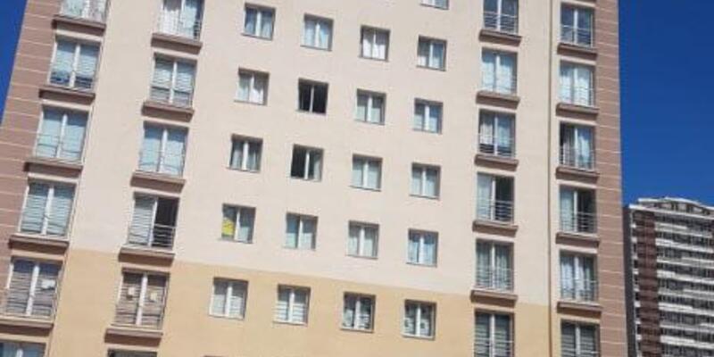 4'üncü kattan atlayan kadın, ağır yaralandı