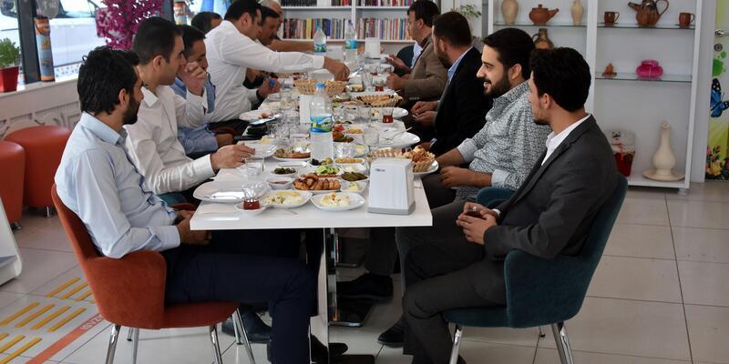 AK Parti Van teşkilatından 'Engelsiz Kafe'ye ziyaret