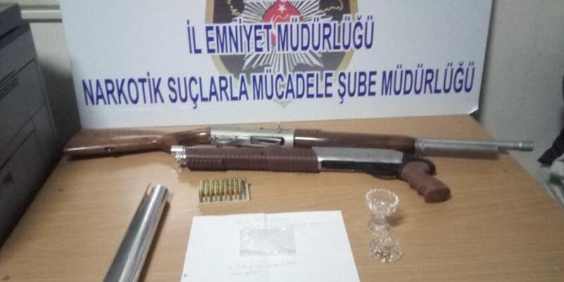 Uyuşturucu şüphelisi pompalı tüfekle yakalandı