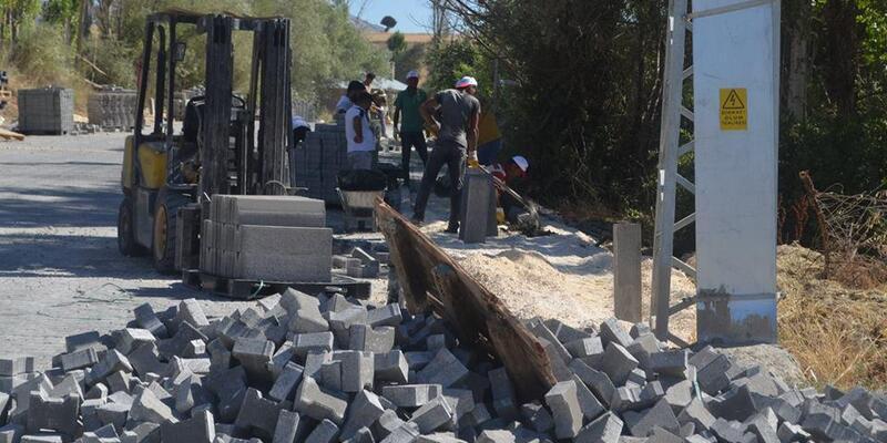 Sarız'da alt ve üst yapı çalışmaları sürüyor