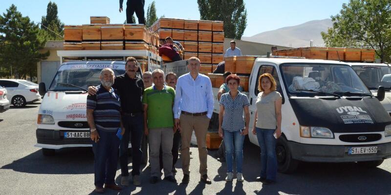 Niğde'de 21 çiftçiye 840 arı kovanı dağıtıldı