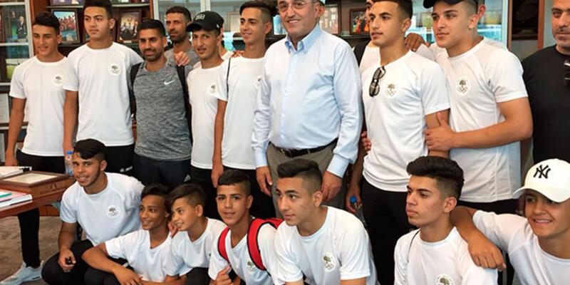 Abdurrahim Albayrak Filistinli çocukları misafir etti