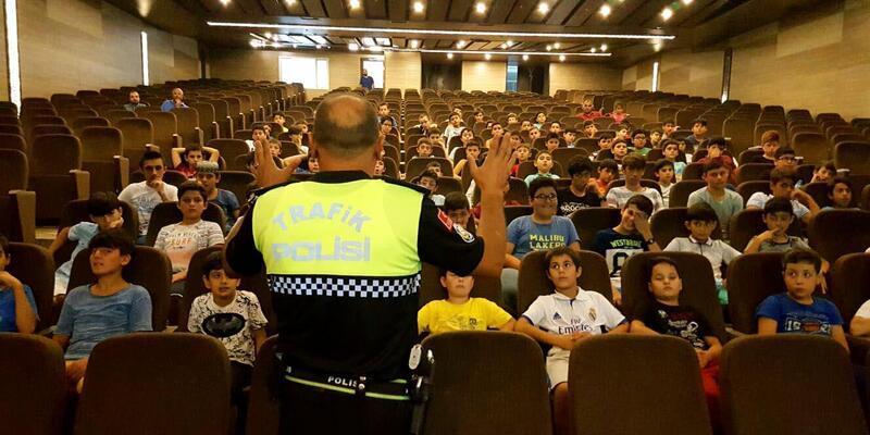 Fethiye'te Kur'an kursu öğrencilerine trafik eğitimi