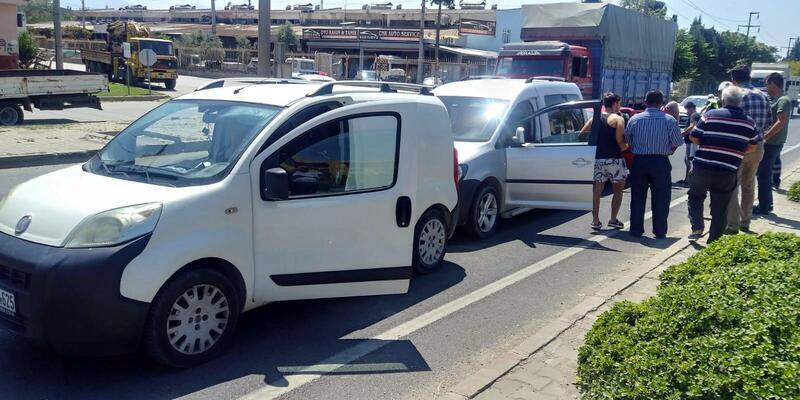 Turgutlu'da zincirleme kaza: 1'i çocuk 2 yaralı