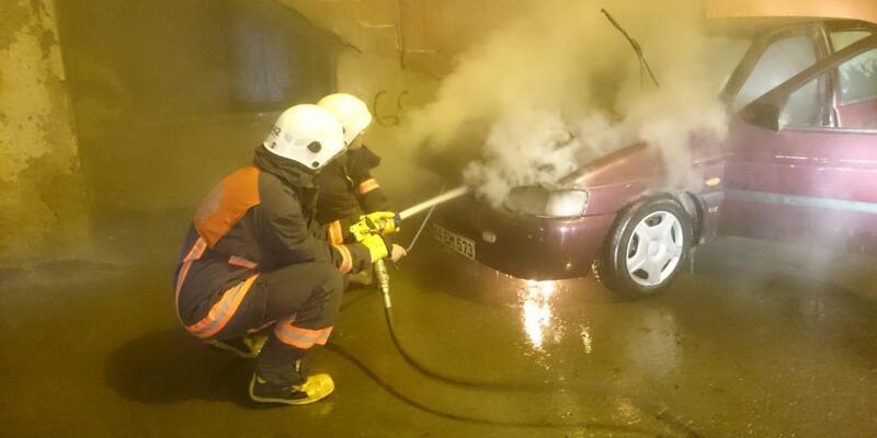 Park halindeki otomobil yangın