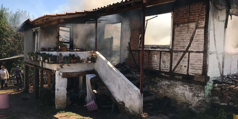 Tarlada oldukları sırada evleri yandı