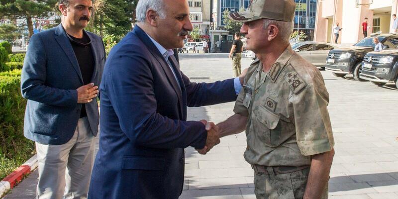 Korgeneral Karataş'tan Vali'ye veda ziyareti