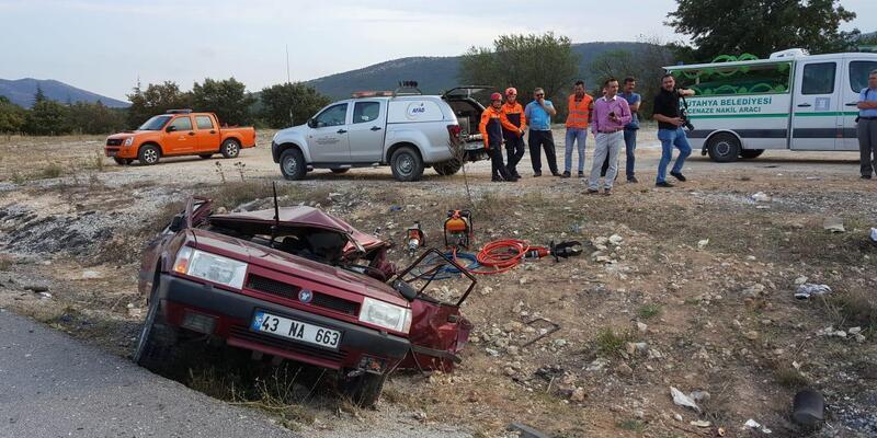Kütahya'da geri gelen otomobile TIR çarptı: 2 ölü, 4 yaralı