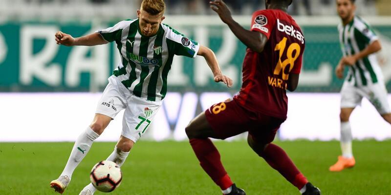 Bursaspor'un genç futbolcusu Burak Kapacak göz doldurdu