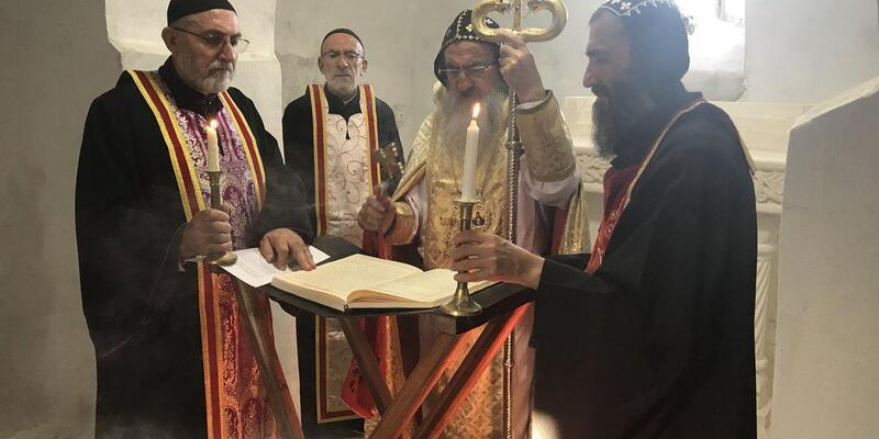 Tapuları alınan 2 kilise, 30 yıl sonra ibadete açıldı