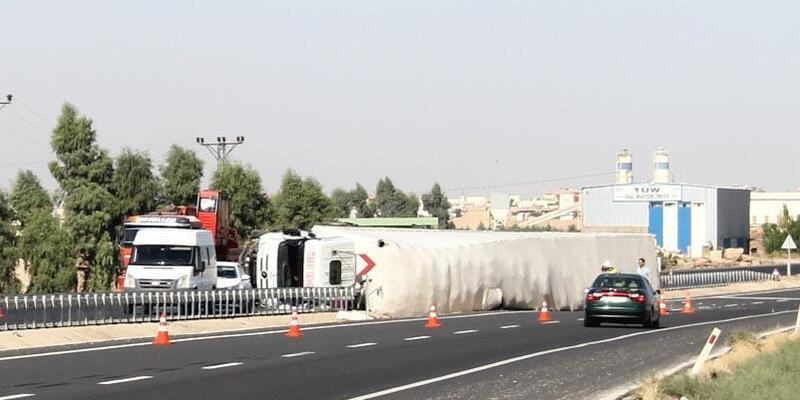 Nusaybin'de TIR devrildi: 1 ölü, 1 yaralı