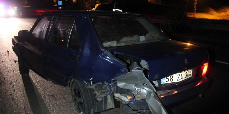 Sivas'ta iki otomobil çarpıştı: 7 yaralı