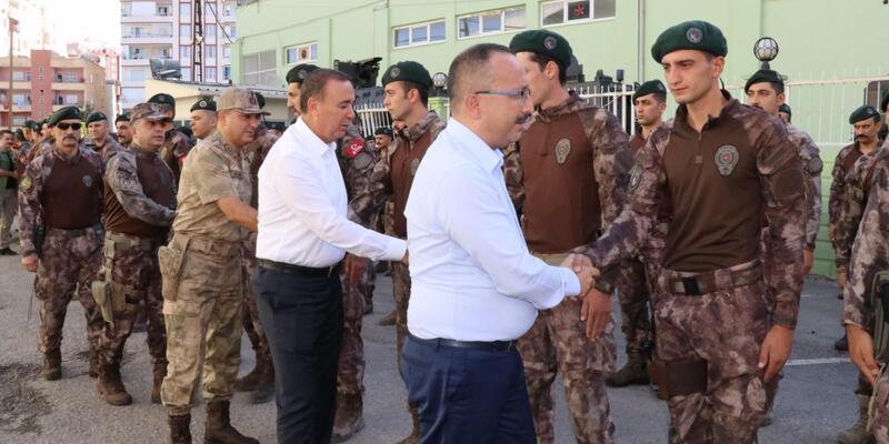 Siirt'te Vali Atik, asker ve polislerle bayramlaştı