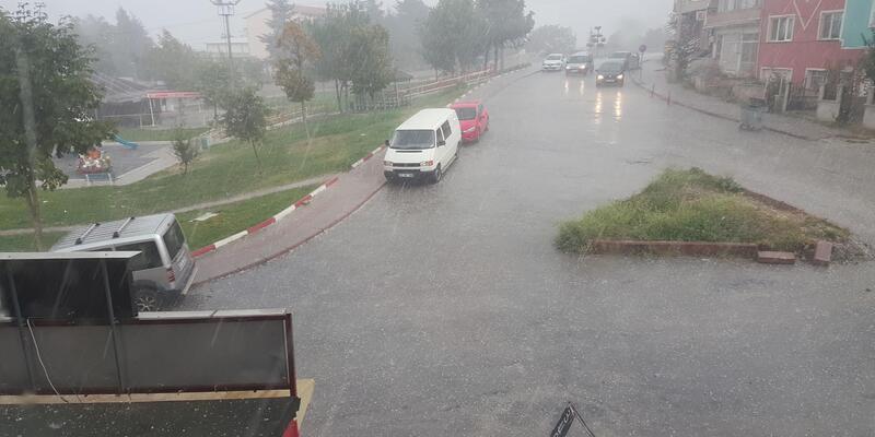 Kütahyalılar önce doluya sonra yağmura yakalandı