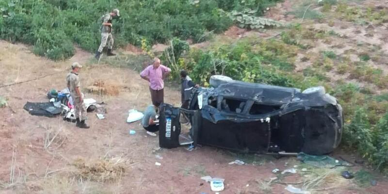 Kuluncak'ta otomobil şarampole devrildi: 5 yaralı