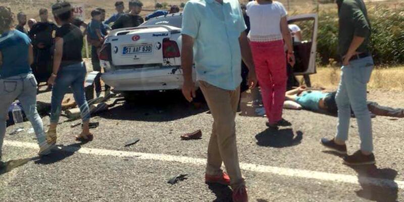 Otomobiller çarpıştı: İkiz kardeşler öldü, 8 yaralı
