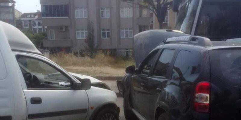 Cip ile hafif ticari araç çarpıştı: 3 yaralı