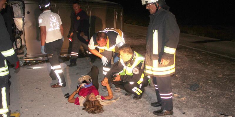 Minibüs takla attı: 2 ölü, 5 yaralı