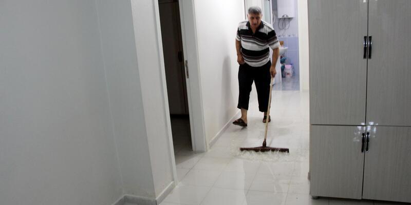 Nusaybin'de atık su borusu tıkanınca evleri su bastı