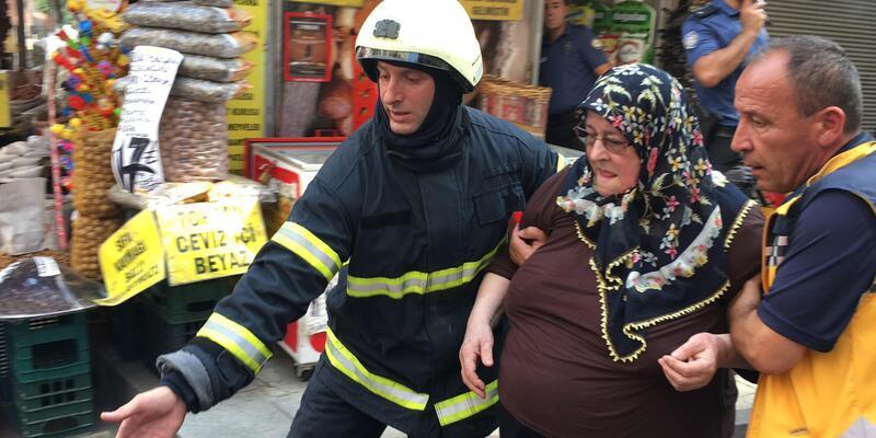 İzmit'te çıkan yangında, 10 kişi dumandan etkilendi