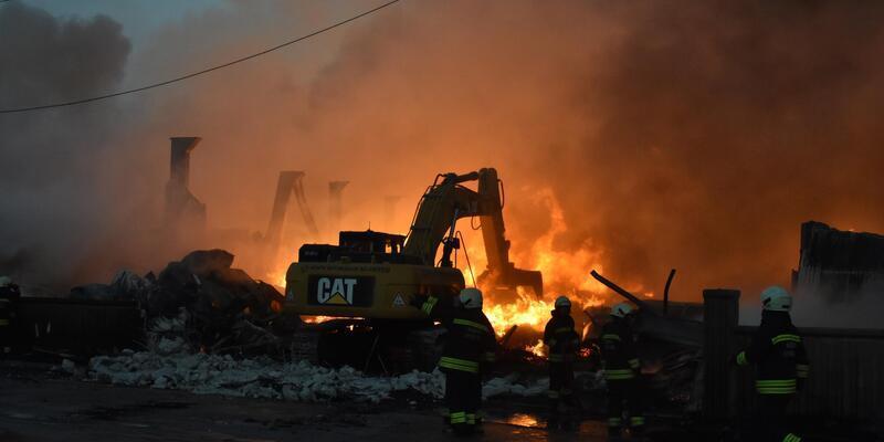 9 iş yerinin kül olduğu yangını, sanayi sitesinin özel güvenlik görevlisi çıkarmış