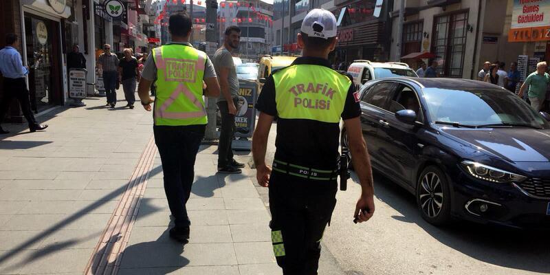 Zonguldak'ın en işlek caddesine 10 metrede bir trafik polisi